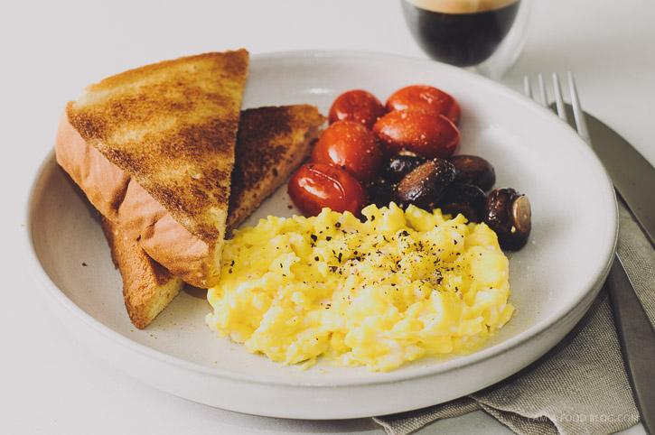slow scrambled egg recipe - www.iamafoodblog.com