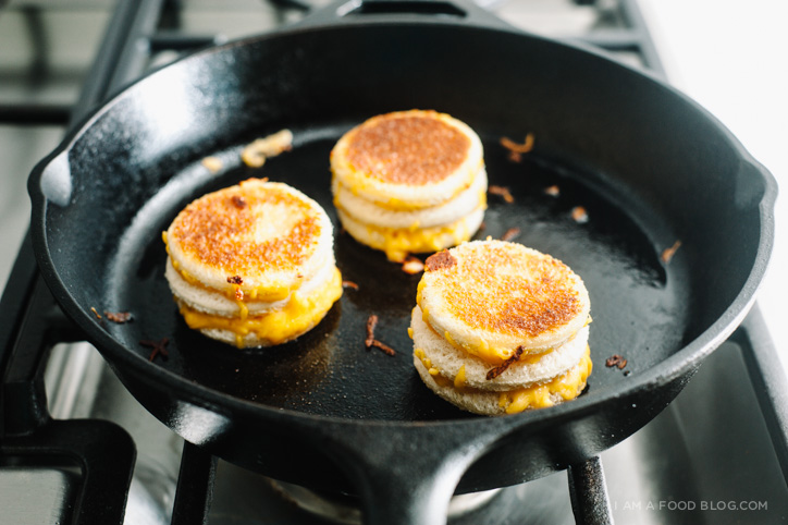 mini grilled cheese cakes - www.iamafoodblog.com