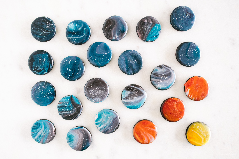 how to make galaxy glaze - www.iamafoodblog.com