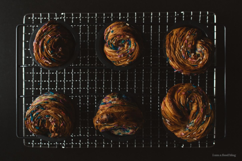 funfetti muffins - www.iamafoodblog.com