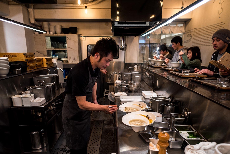 Tokyo Ramen Guide: Where to Eat Wantan-men/Wonton Ramen | www.iamafoodblog.com