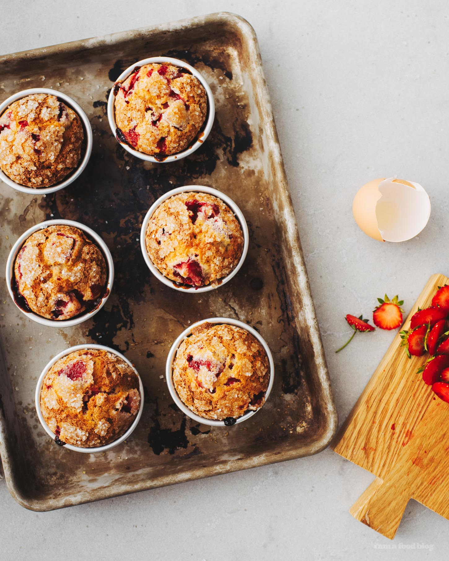 Sky-High Strawberry Muffin Recipe | www.iamafoodblog.com