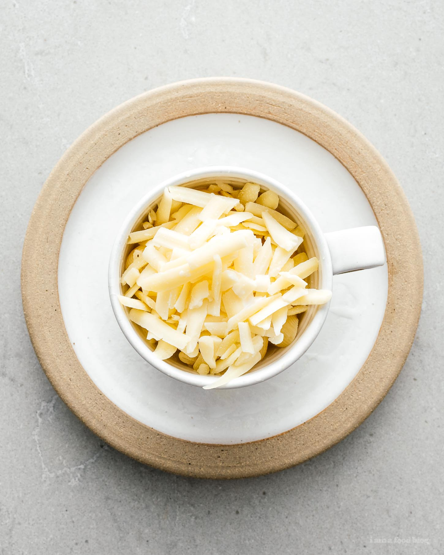 Dorm Room Microwave Mug Mac & Cheese | www.iamafoodblog.com