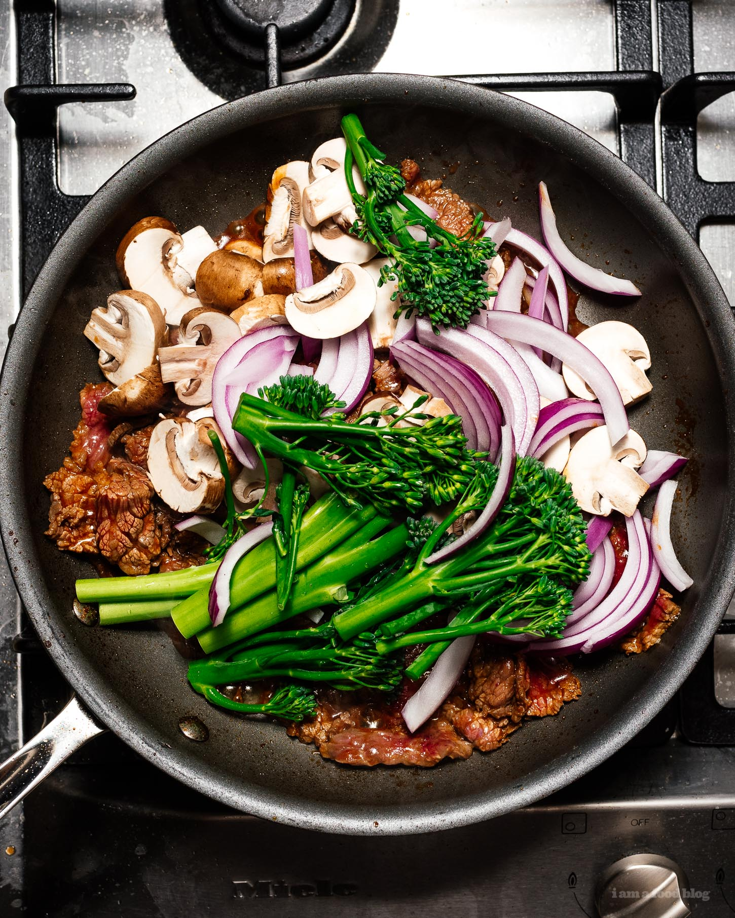 This is a weeknight stir fry udon based on japanese spicy beef that comes together easily and quickly in only 10 minutes. It's spicy, savory, and irresistably delicious. You'll never believe it only has 8 ingredients. #udon #weeknight #stirfry