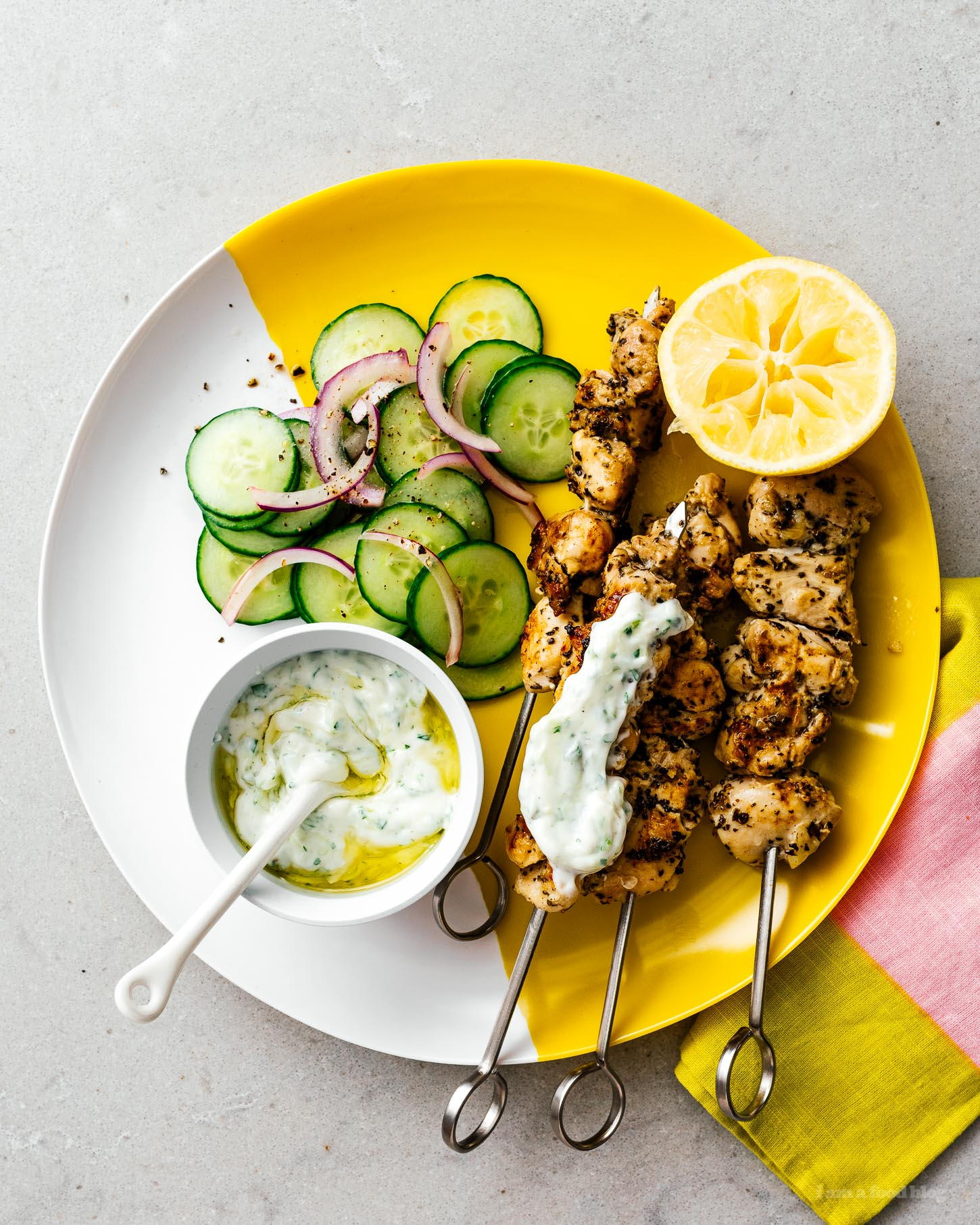 If you love chicken and are looking for a tasty recipe that's easy to cook in the oven or on the grill, this low carb keto friendly chicken souvlaki is for you! #lowcarb #keto #ketofriendly #ketorecipe #chicken #chickenrecipe #recipes #dinner