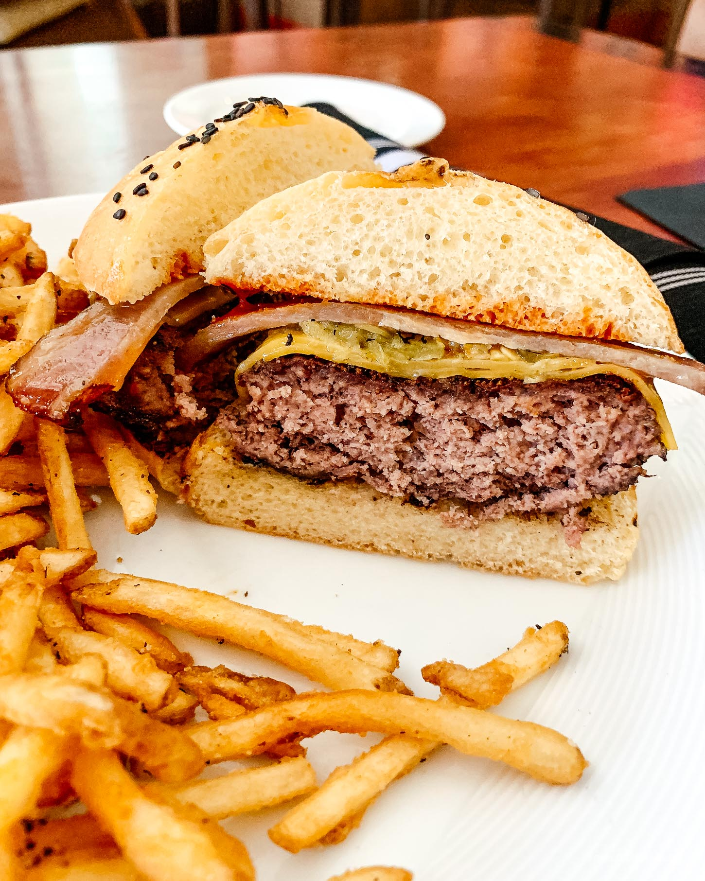 We went on the search for the best green chile cheeseburger in New Mexico #travel #newmexico #greenchile #greenchilecheeseburger #wheretoeat #wheretoeatnewmexico