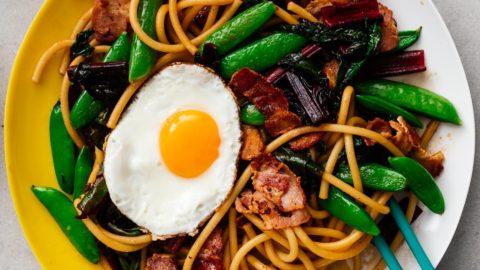 Easy Weeknight Bacon and Egg Stir Fry Lo Mein · i am a food blog