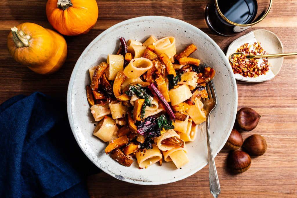 A warm and comforting bowl of fall pasta: pan roasted honeynut squash creamy garlicky noodles. #pasta #dinner #recipe #garlic #honeynutsquash #honeynut #squ