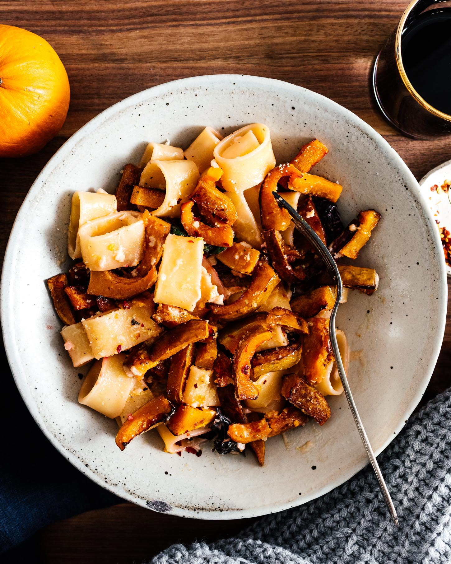 A warm and comforting bowl of fall pasta: pan roasted honeynut squash creamy garlicky noodles. #pasta #dinner #recipe #garlic #honeynutsquash #honeynut #squash