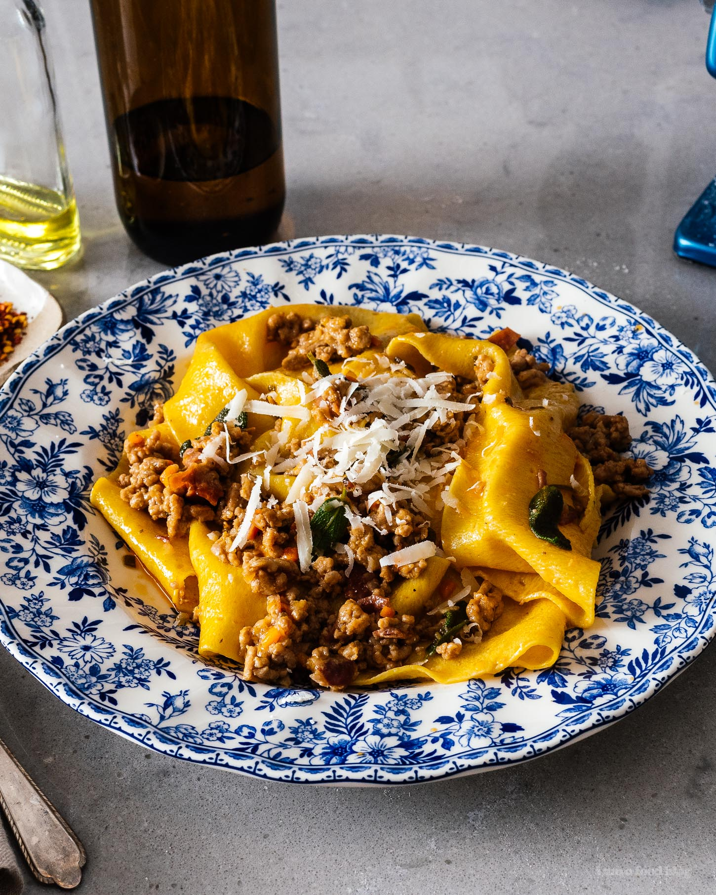 This easy ragu bolognese is perfect for weeknights. Your house will smell like the best Italian kitchens as all the stress from the day just falls away. #bolognese #pasta #weeknightitalian #easyrecipes | www.iamafoodblog.com