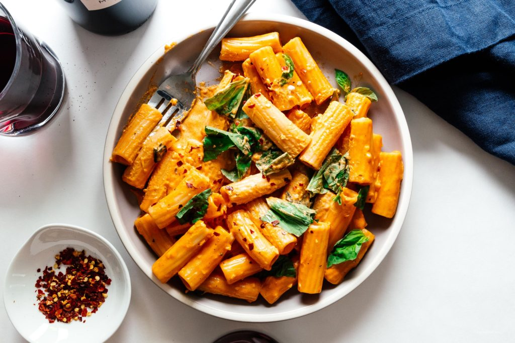 Do you love noodles? Do you love recipes that use 6 ingredients or less? Do you love vodka?! If the answer was yes to any of those questions, this vodka sauce with rigatoni is for you. #vodka #vodkasauce #pasta #rigatoni #dinner #recipes #easy