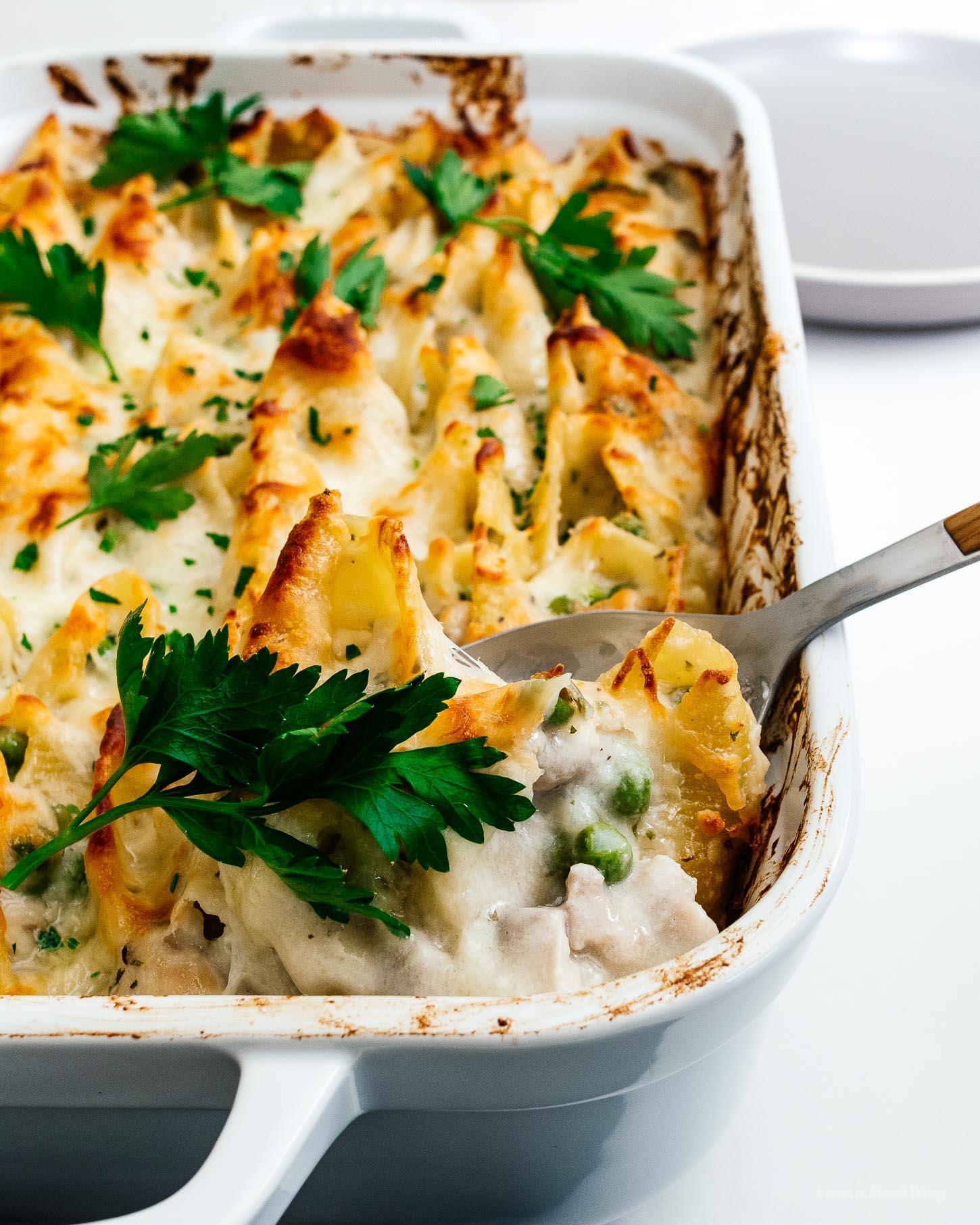 Super warm and comforting oven baked cheesy chicken pot pie stuffed shells #stuffedshells #chicken #chickenpotpie #pasta #noodles #recipe