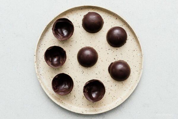 chocolate domes for hot chocolate bombs | www.iamafoodblog.com