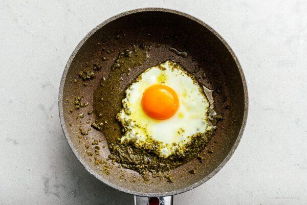 frying egg in pesto   www.iamafoodblog.com